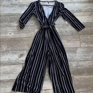 Black and white cute pantsuit